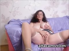 Amateur horny granny webcam!