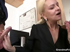She swallows two dicks be advantageous to the breaks work