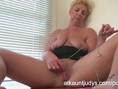GILF Taylor Lynn likes to get herself missing