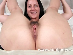 Sexy milf Amber spreads her fingertips