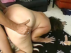 Mature Woman Close by A Big Ass Got Fucked By Her Lover's Cock In A Black Condom