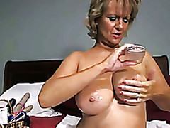 Chubby Mature Lady Smashes Her Twat With A Dildo In Webcam Solitarily Clip