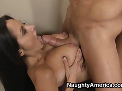 Sexy Ava fucks with the flog side be advantageous to her economize on vacation