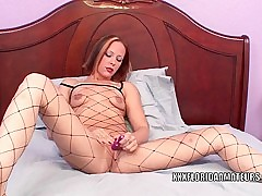 Sultry slut Penelope Sky uses a toy to make mortal physically cum