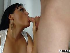Well-endowed milf latina Jasmine Black seduces young trestle