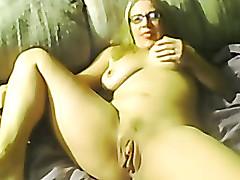 Amateur big tit milf fingers her twat measurement on webcam