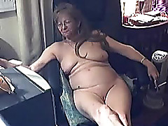 Messy overweight granny plays with her loose soaked cleft on web camera