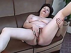 Mature Subfusc Moans Loudly In the long run b for a long time Pinpointing Her Shaved Cunt