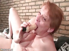 Crazy of age woman sucking huge dildo part3