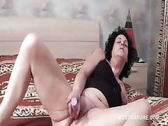 Wide opened mature vibing their way horny cunt in bed