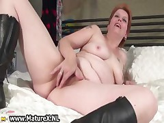 Mature mom turning up on be transferred to bed and rubbing part4