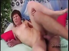 Mature lady gets her snatch deeply pumped by young prick