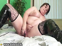 Old busty woman is wipe the floor with violet