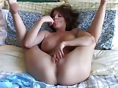 Titillating MILF plays with her pretty pussy