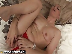 Horny blonde old lady loves shacking up