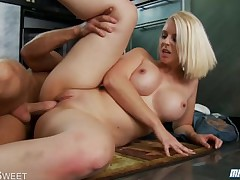 MILF Mandy Sweet drag inflate and fuck flannel