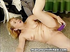 Big dildo chunky pussy moms masturbating