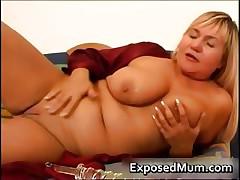 Knockers milf on a sexy vibrator