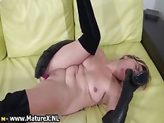 Horny housewife loves nearby fuck her pussy