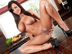 Bigtit cougar Lisa Ann dishevelled pussy massage