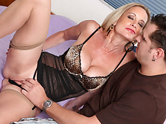 Hot Cougar Gets Mouthful be fitting of Cum