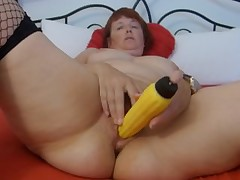 Wanking around Vibrator to orgasm