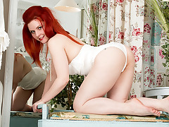 Debut unruly photograph for curvy wife