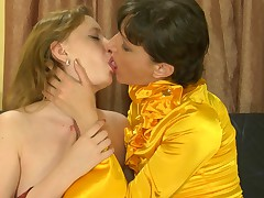 Linda and Dorothy pussylicking mom on video