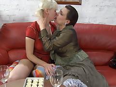 Elsa plus Natali lesbian matured action