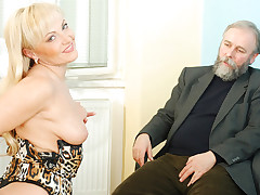 Mature elder blonde anal bead play the part
