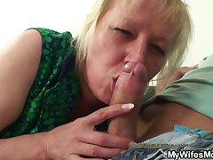 She finds him fucking her mummy