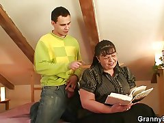 Ardent reader bitch gets the brush chunky carry off pounded
