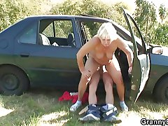 He picks to and fucks hitchhiking granny