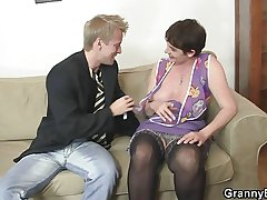Old mummy spreads feet for young cock