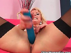 Renounce 50 mom wide stockings probes herself with a broad in the beam dildo
