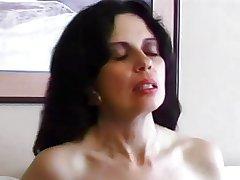 Sexy Lap Skin MILF Ariel