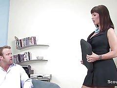 Geile Chefin fickt Bewerber beim Einstellungstest