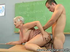 Inexpert old GILF gets pussy pounded
