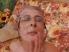 Granny gives a Blowjob nearly a Challenge