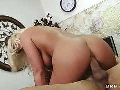 Mature Ruzena gyno fetish sickbay doctor call out