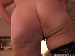 Sexy granny has a grungy pussy