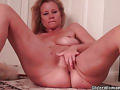 Busty soccer mom needs a scolding break non-native housework
