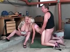 Perfect comme �a enjoys hardcore threesome