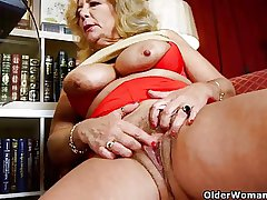 Business dame masturbates in all directions pantyhose