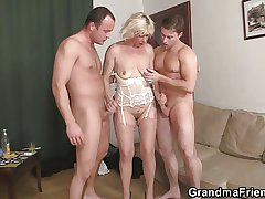 Hot 3some fucking with elderly bitch