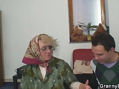 Lonely elderly grandma pleases an young guy