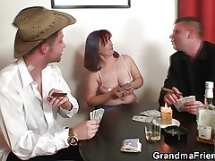 Hard 3some with oldie kick the bucket strip poker