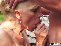 Full-grown Szuzanne plays give a young cock