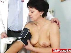 Comate housewife Eva visits gyno doc turtle-dove hole inspection