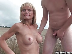 Sexy senior lady less big tits gets fucked outdoors